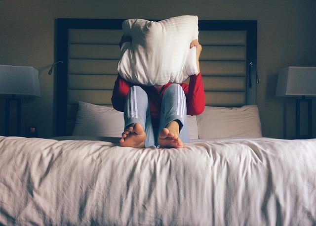 osoba a postel