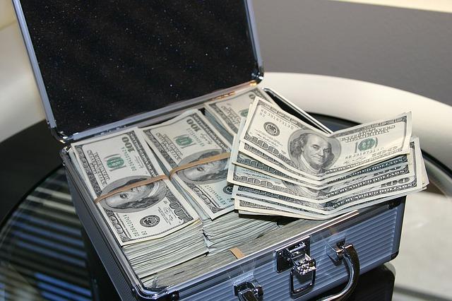 kovový kufr