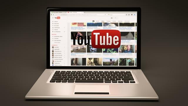 Digitální daň bude cílit na velké weby