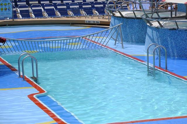 venkovní bazén s brouzdalištěm