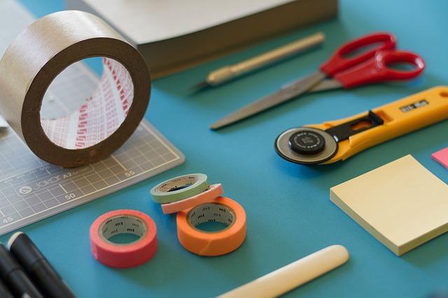 Samolepicí etiketa na kotouči do tiskáren i pro ruční popisky